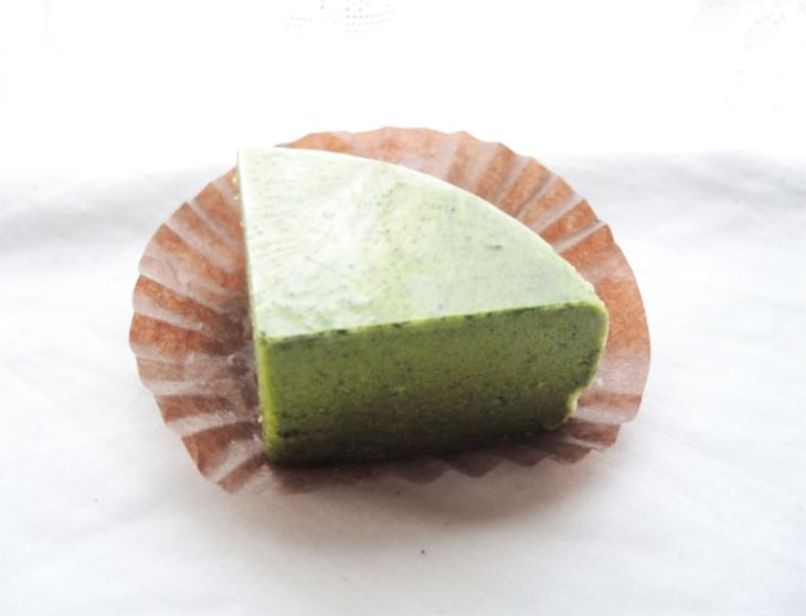 抹茶ショコラ(420円)。生菓子と焼き菓子の中間のような食感